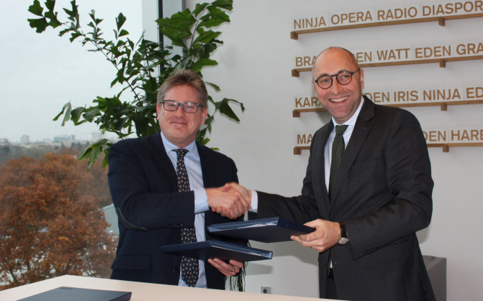 Signature Ceremony at KfW: G. Giacomini (CNF), O.Zymelka (KfW)