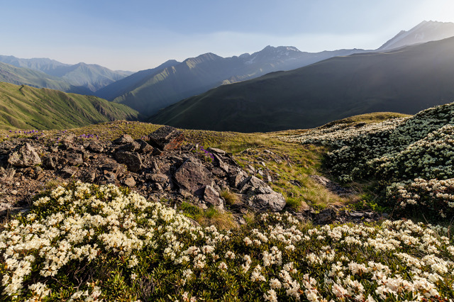 Pshav-Khevsureti National Park:_Khidotani ridge and Tebulosmta © Moahim, Wikicommons