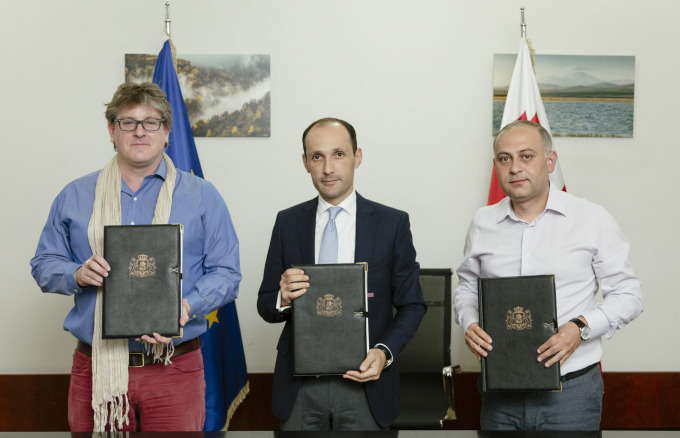Geof Giacomini (CNF), Minister Davitashvili and Valerian Mchedlidze (APA) with signed agreement.
